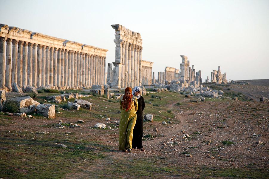 paths-through-the-ruins-of-apamea-_mg_9052-1